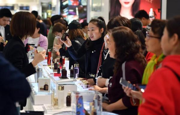 十一消费报告:免税店人均花费两千,中国大妈成移动支付主力