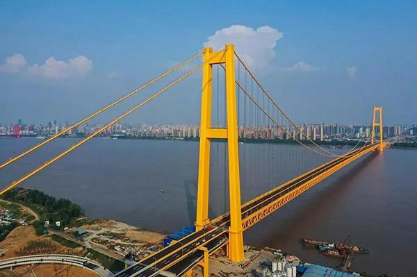 创多项世界之最 长江上首座双层公路大桥通车