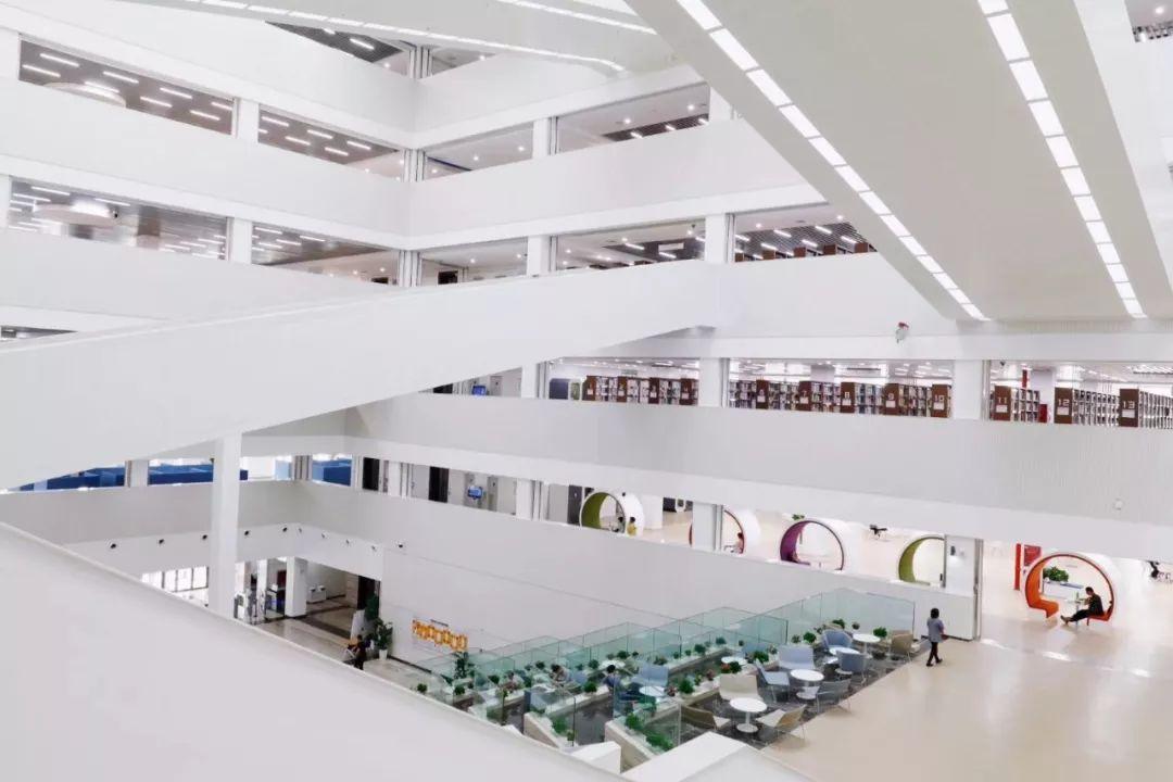 中国农大新图书馆开放:科技感满满,自助借还处有图书杀菌机