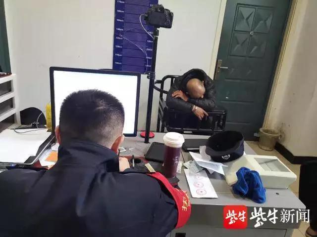 """五旬男子在列车上伸出""""咸猪手""""猥亵男大学生,被行拘7日"""