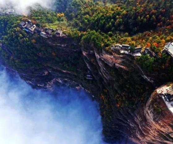 俯瞰甘肅成縣雞峰山