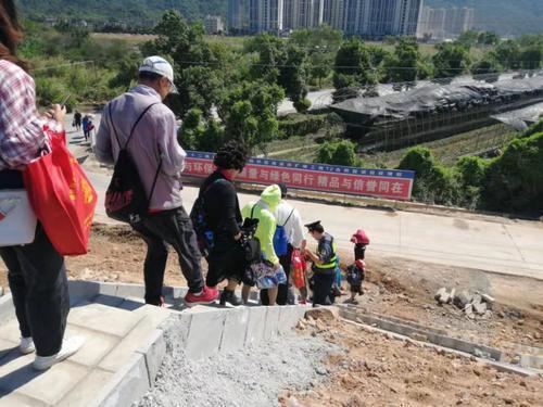 開陽高速江門段一輛大巴突發故障 41名乘客緊急轉移