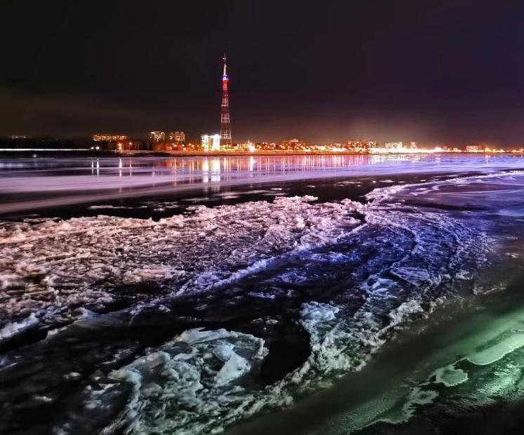 黑龍江黑河段冬夜江景