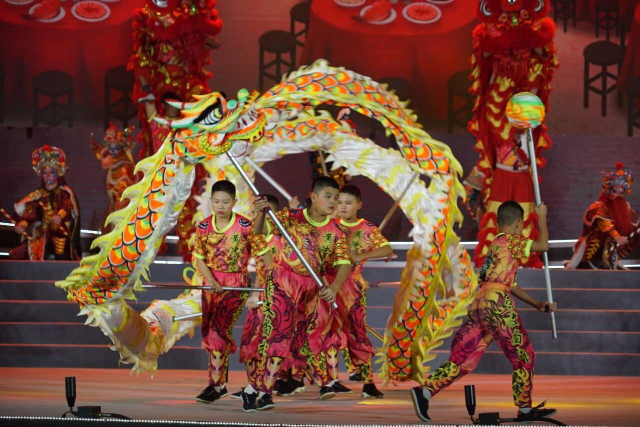 """華僑華人文化交流合作暨粵港澳青年文化創意發展大會 """"赤子之心""""主題晚會精彩上演"""