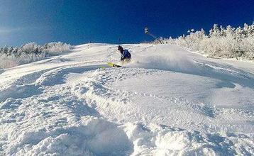 迎着雪花去滑雪 吉林多地雪场开门迎客