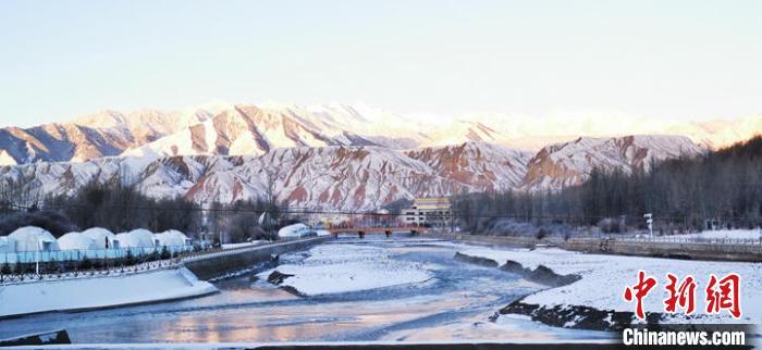 祁連山小城成冰雪世界