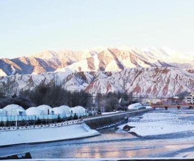 祁連山下小城成冰雪世界