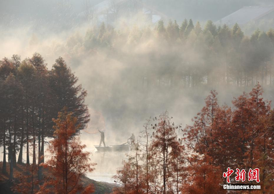 天泉湖薄雾缥缈若仙境