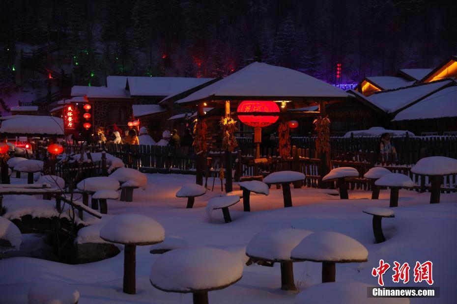 黑龍江雪鄉夜色如畫 游客品味東北風情