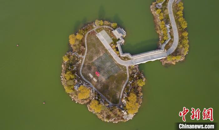 鸟瞰宁夏银川 城在湖中城更美