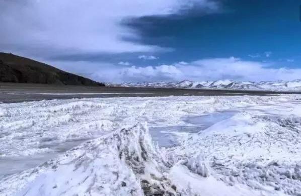 西藏纳木错提前结冰封湖 景区暂时全面封闭