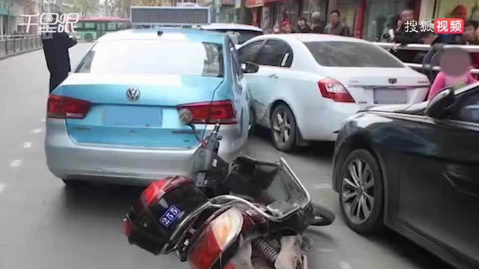 男子因車費問題怒扇出租車司機