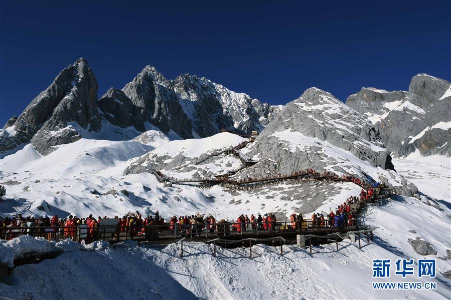 云南麗江:玉龍雪山景色壯美