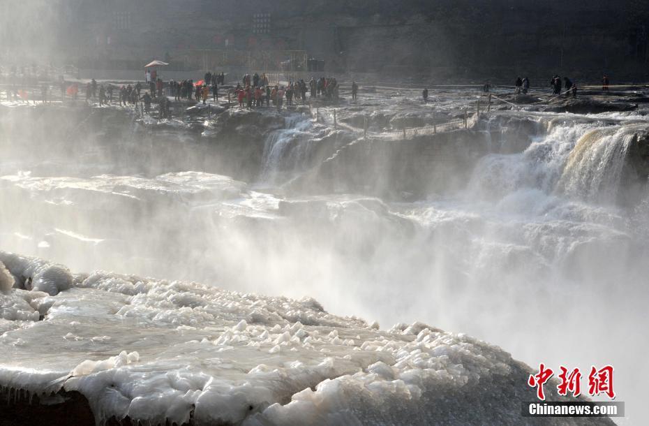壺口瀑布流凌冰掛景觀