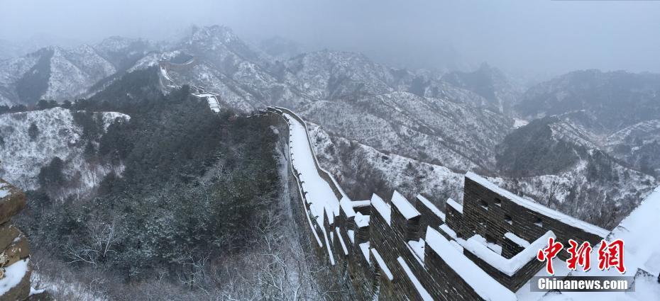 金山嶺長城頻迎降雪 雪墨丹青分外妖嬈