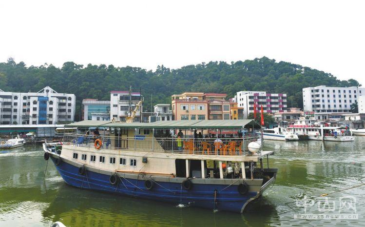 """北戴河:渔船""""上岸"""" 渔民吃上旅游饭"""