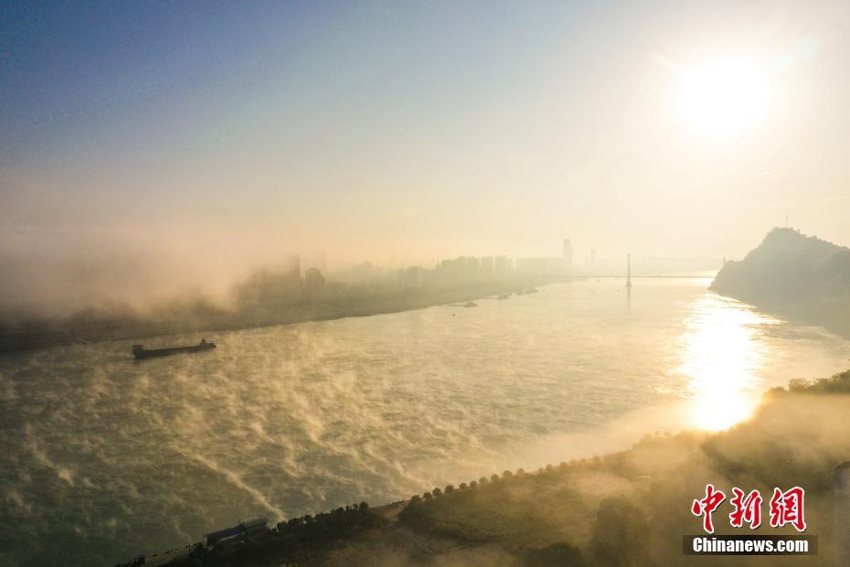 湖北宜昌現云海 霧氣升騰如仙境