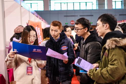廣東近2萬名大學畢業生達成就業意向簽約 本科生月薪平均為8000元
