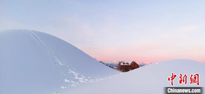 祁連山下滑雪場景如畫