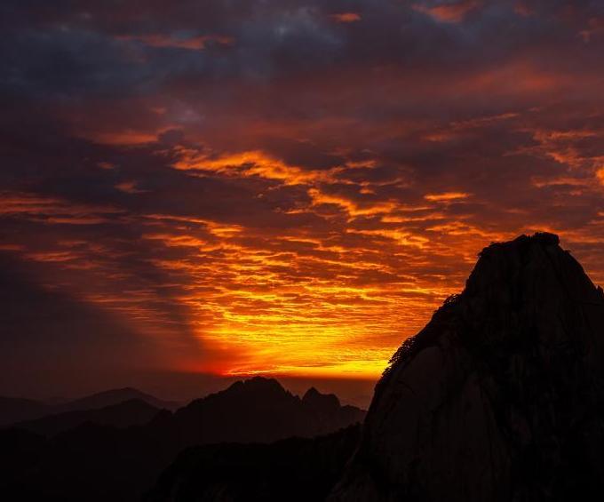 黃山現落日晚霞火燒云