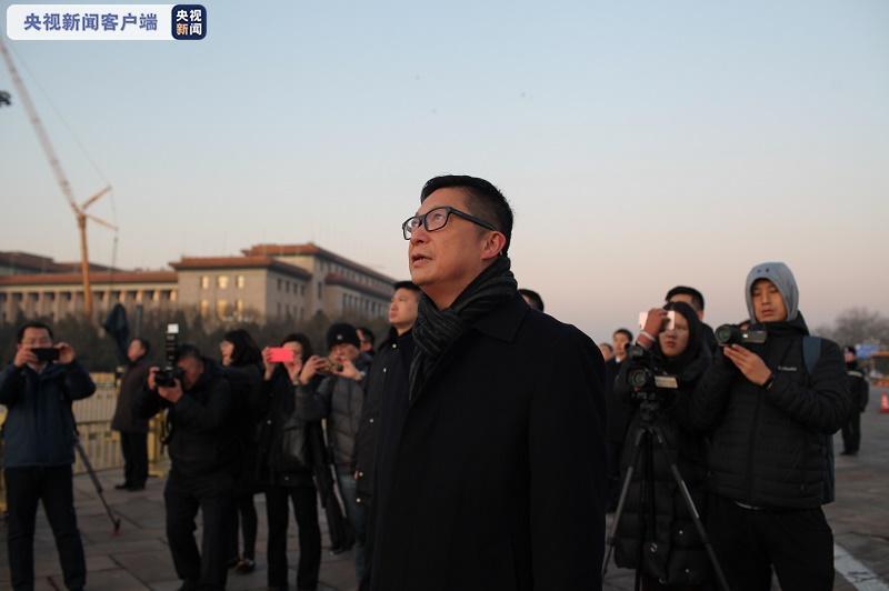 香港警务处处长邓炳强看升旗:感受到国家的强大,心情激动