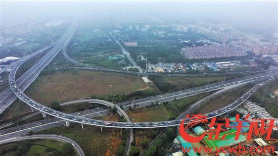 广东迎大量返程车流 23条高速缓行