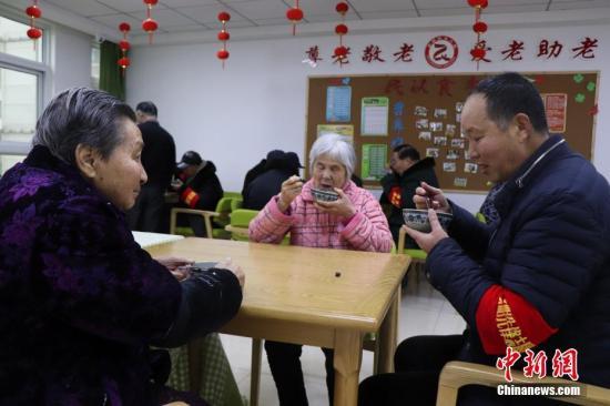 """未来怎么养老?人口老龄化呼唤创新型""""医养结合""""模式"""