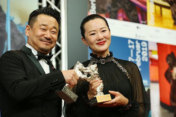 中国影片《地久天长》主演获柏林电影节最佳男女演员银熊奖