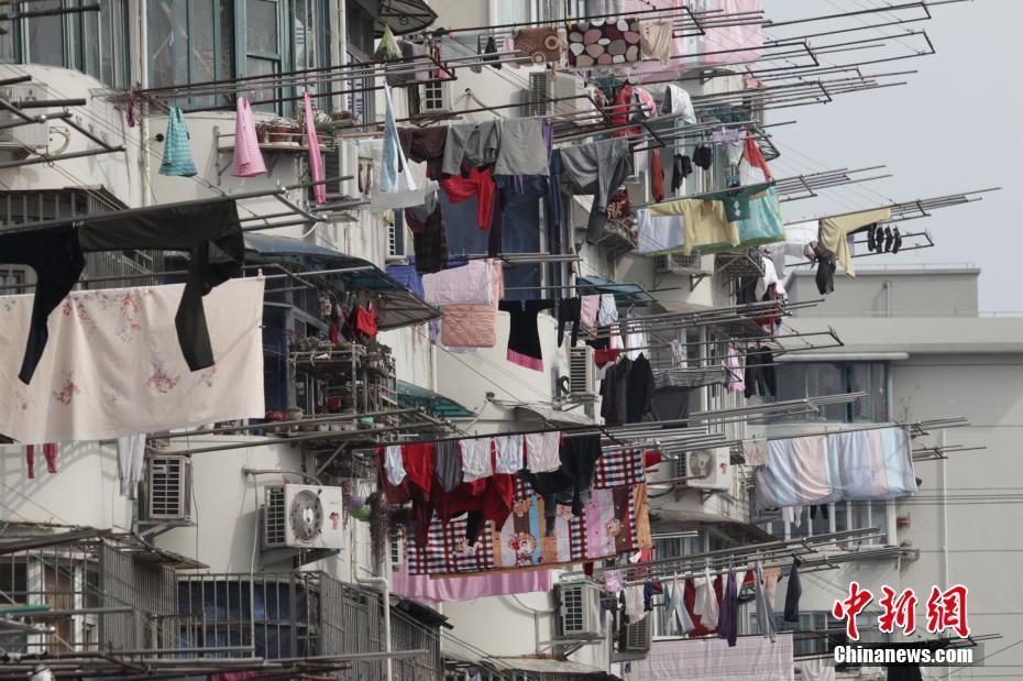 上海市民晒起万国旗
