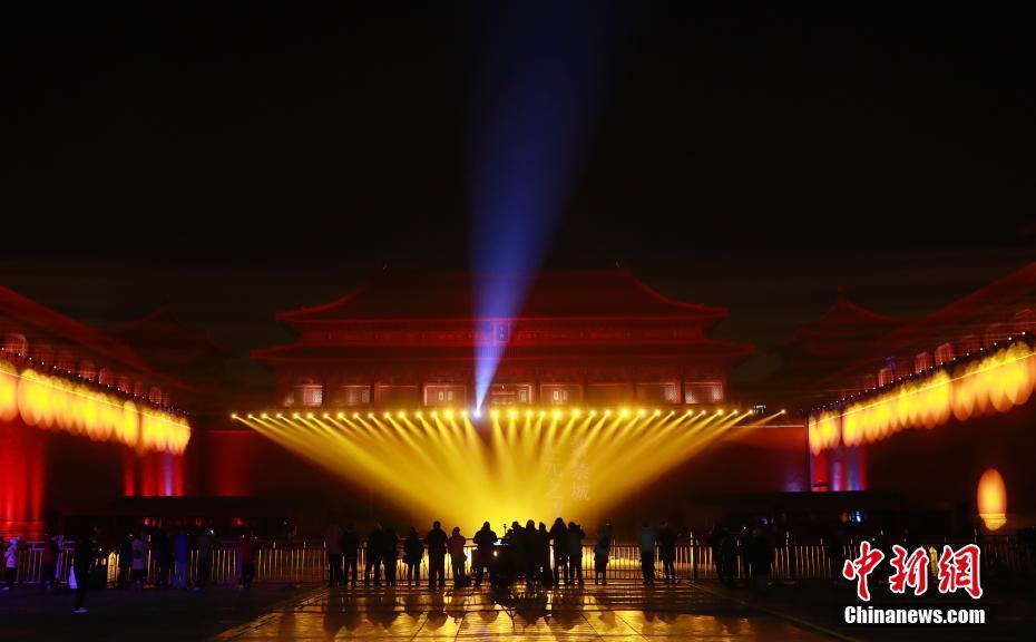 故宫博物院首举办灯会