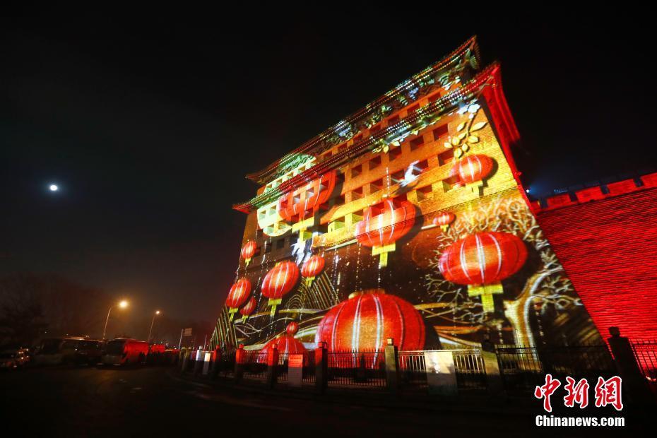 北京德胜门上演灯光秀