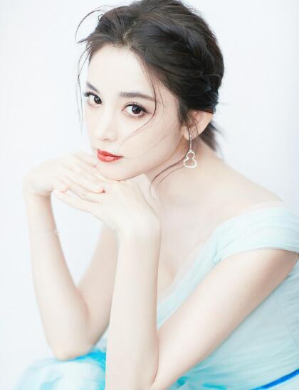 娜扎朱唇雪肤穿仙裙带来梦幻中国风