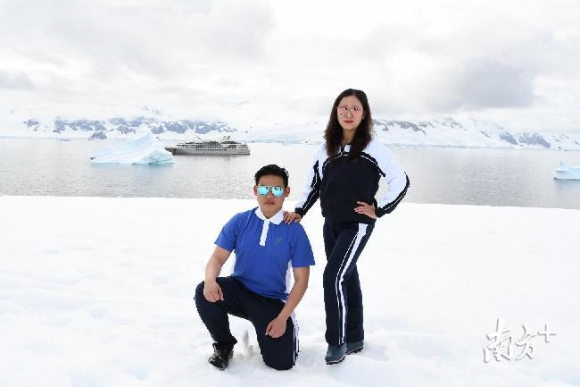 深圳罗湖这位女教师带着儿子将校服穿到南极