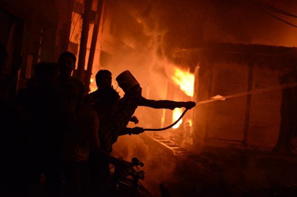 孟加拉国首都达卡发生火灾,已造成41人死亡