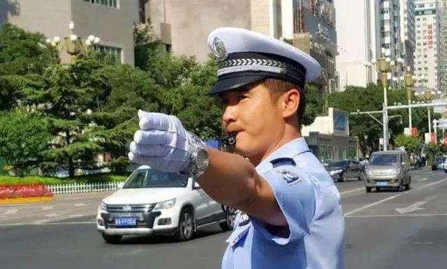 湛江霞山交警开展交通秩序整治行动助力创文