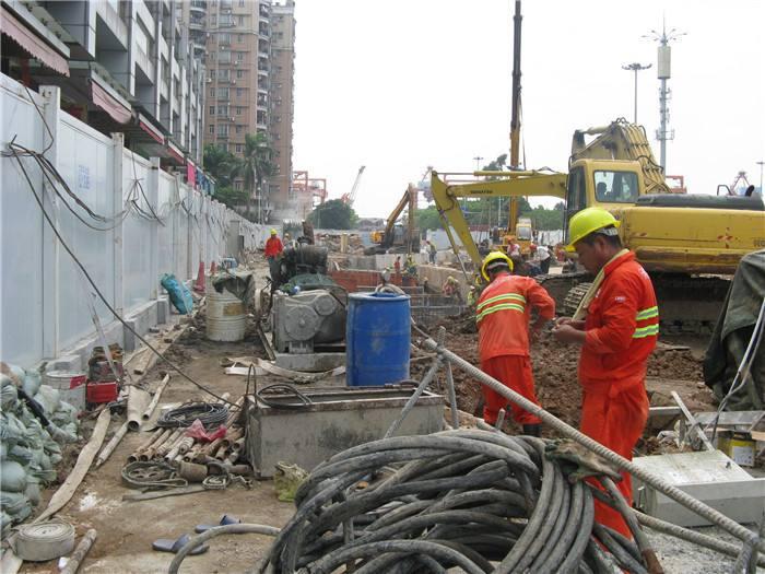 广州地铁花城广场北站周边围蔽施工 设置临时车行疏解道