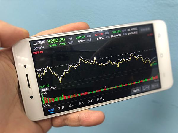 A股弱势震荡:沪指跌0.4%,家用电器和军工板块表现积极