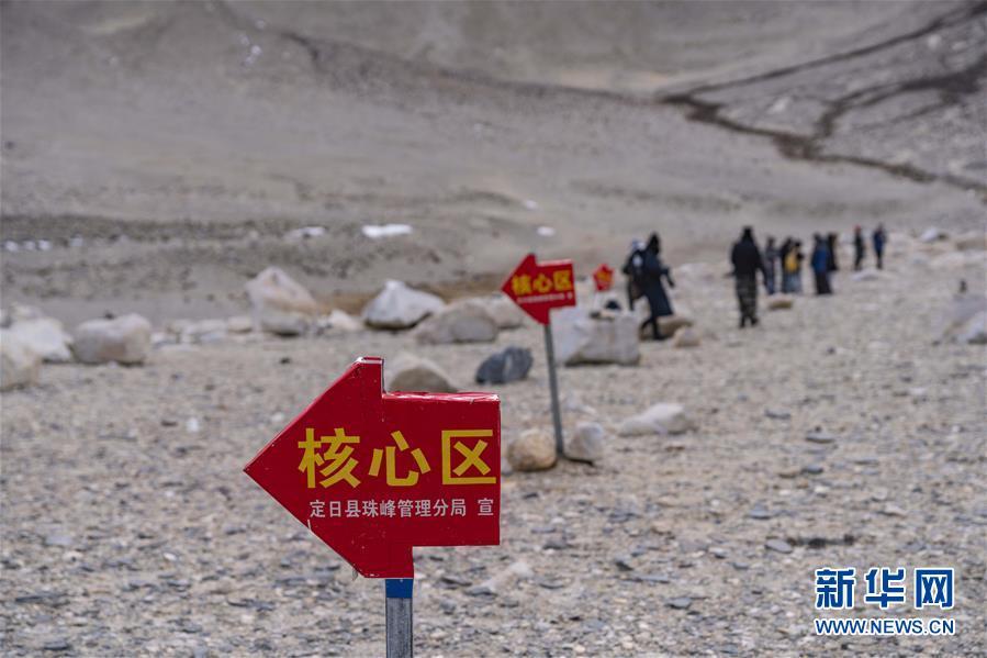 珠峰进入旅游旺季 游客最远只可抵达绒布寺区域