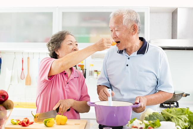 世卫组织报告揭示男女预期寿命差异原因