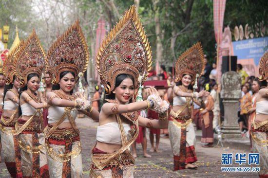 """泰国借""""登帕侬隆山节""""吸引游客"""