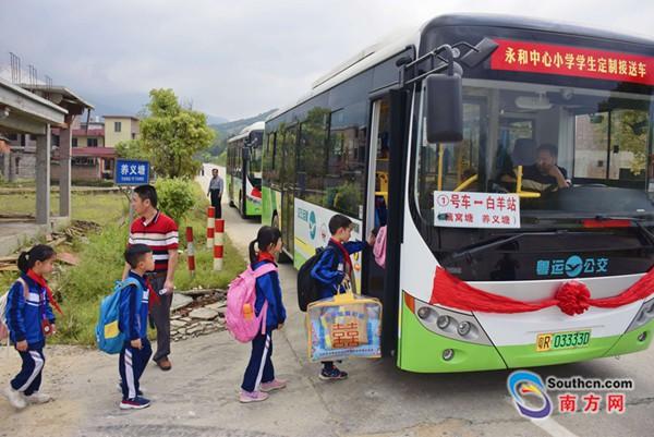 政企携手定制公交 2700名学生受益