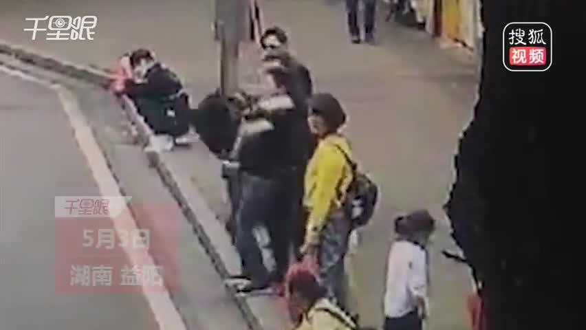 民警偶遇嫌疑人一招锁喉制服
