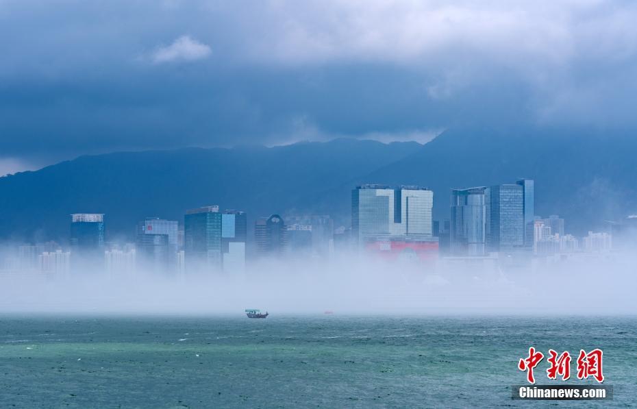 维多利亚港现平流雾