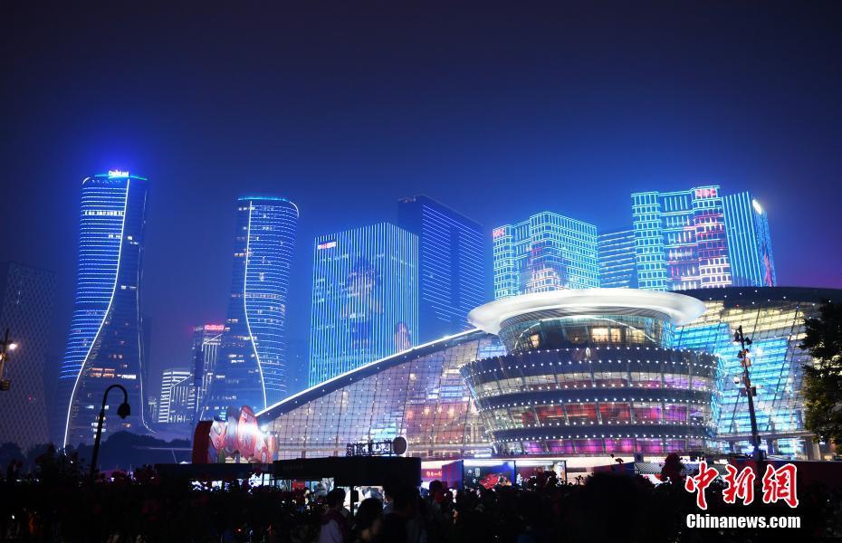 杭州上演美食节灯光秀