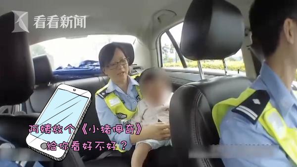 """顺德一女子入狱留下1岁孩子 民警当起临时""""奶爸奶妈"""""""