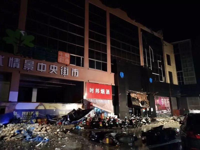 广西百色一酒吧发生坍塌 目前已致2死83伤