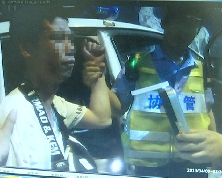 """江门交警通报124名被禁驾""""醉猫"""" 市民拍手叫好"""
