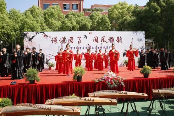 """每日两次古诗词吟诵每年还有诗会,上海有一所""""诗化校园"""""""
