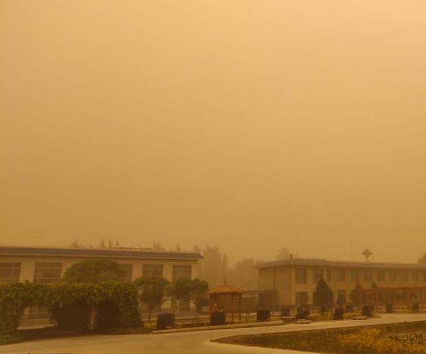 敦煌现今年首场沙尘暴