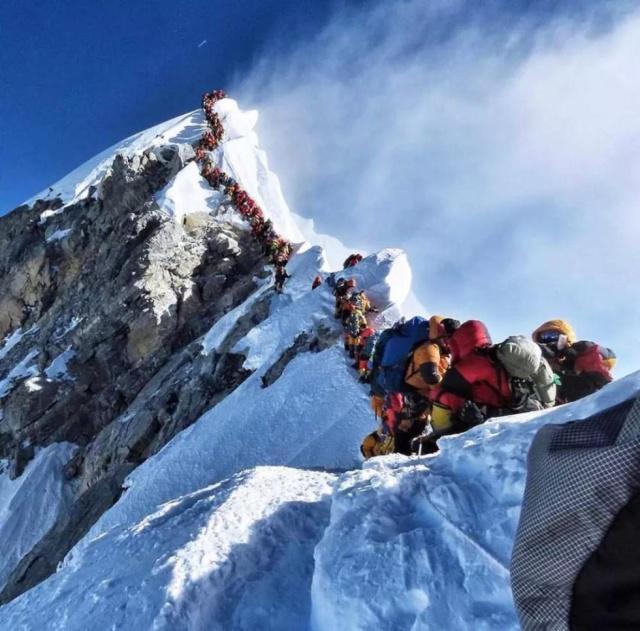 登珠峰遭遇交通拥堵多名登山者丧生